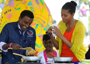 Marcus Samuelsson serving up a specialty for US First Lady Michelle Obama (Photo credit: Svenskdam)
